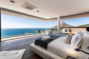 Ocean view and view of Lions head from luxury bedroom